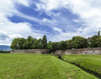the walls of lucca in time lapse mode